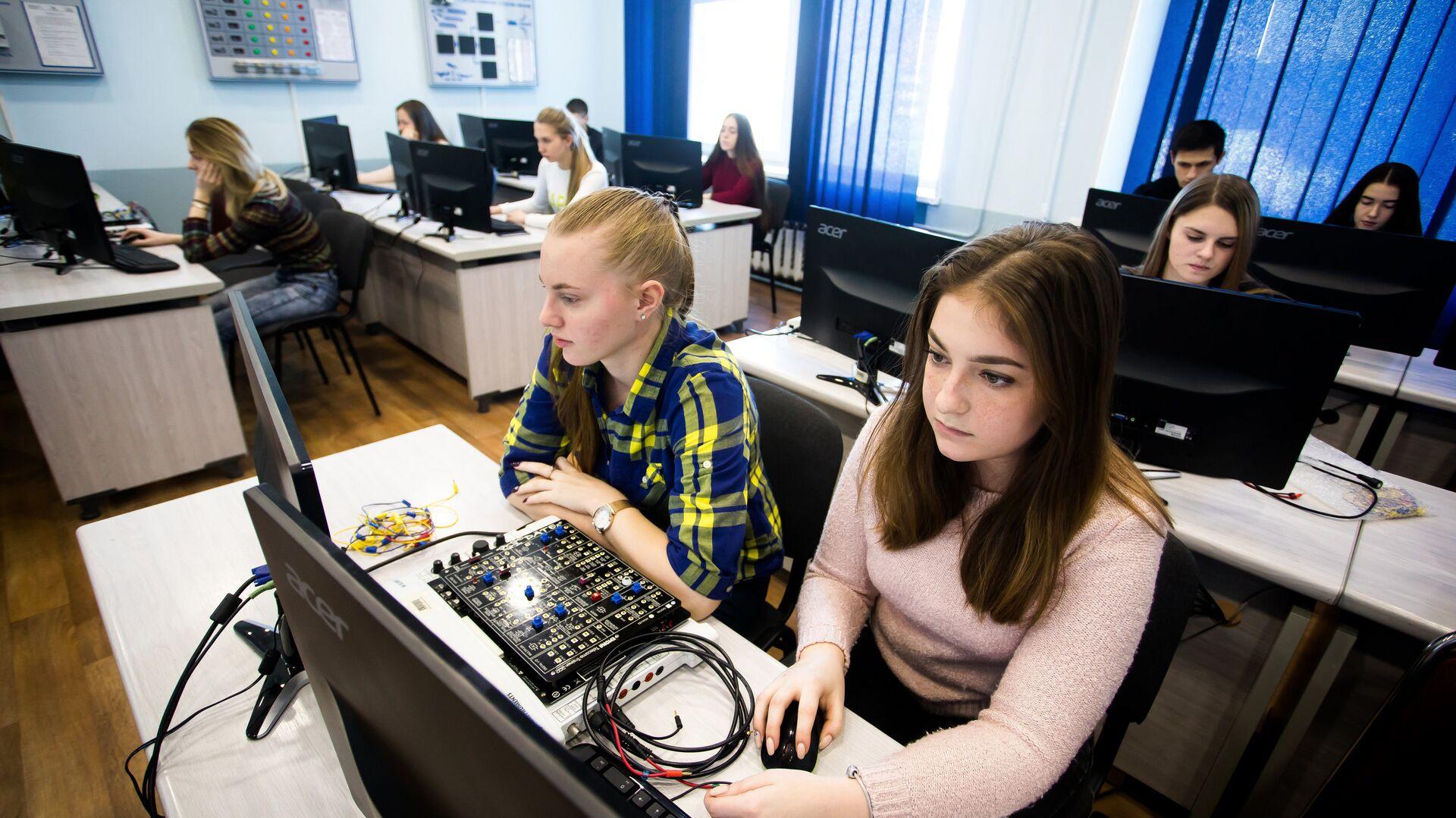 Студенты ВГУЭС на проекте Агентство кибербезопасности  - РИА Новости, 1920, 25.08.2020
