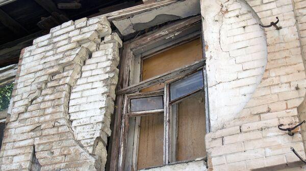 Обрушение стены двухэтажного жилого дома в Саратове