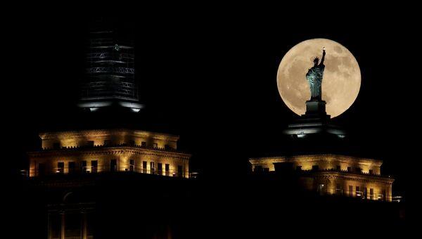 Суперлуние в Нью-Йорке. 3 декабря 2017 года