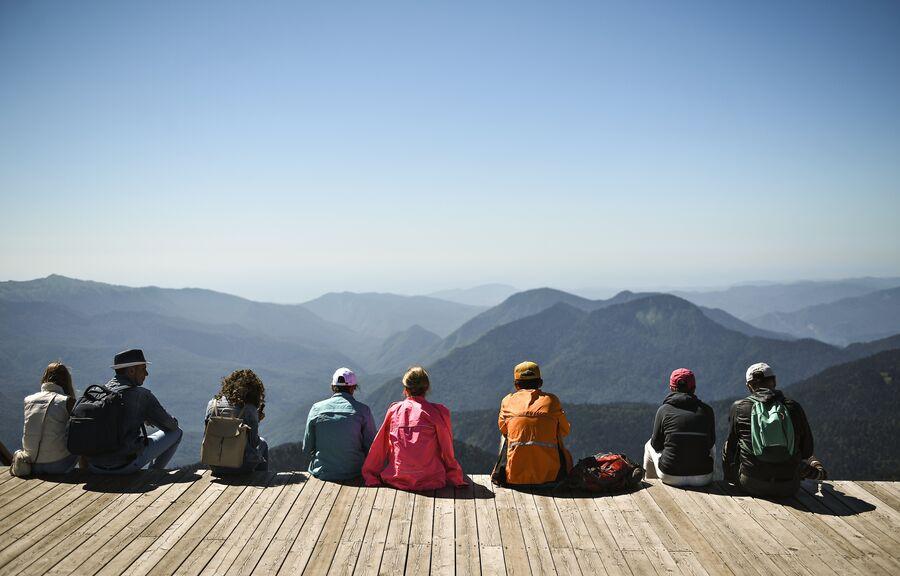 Даже если вы не катаетесь на лыжах или сноуборде можно подняться на вершину Роза Пик на высоте 2320 метров и наслаждаться видом горных вершин