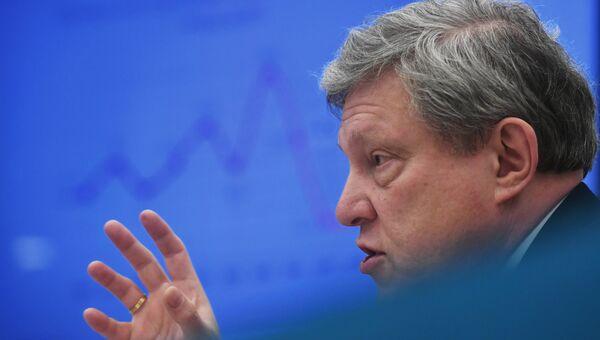 Председатель Федерального политического комитета партии Яблоко Григорий Явлинский на пресс-конференции в Москве
