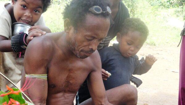 Старейшина племени агта рассказывает историю