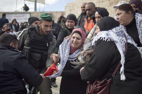 Израильские полицейские во время протестов в Иерусалиме. 7 декабря 2017