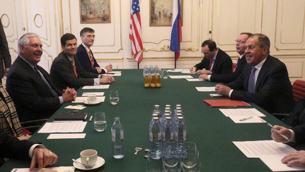 Госсекретарь США Рекс Тиллерсон и Сергей Лавров на встрече министров иностранных дел ОБСЕ в Вене. 7 декабря 2017