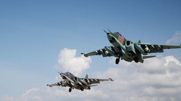 Российские штурмовики Су-25 взлетают с авиабазы Хмеймимв Сирии