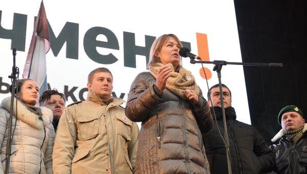 Жена экс-президента Грузии Михаила Саакашвили Сандра Рулофс выступает на акции протеста сторонников Михаила Саакашвили в Киеве. 10 декабря 2017
