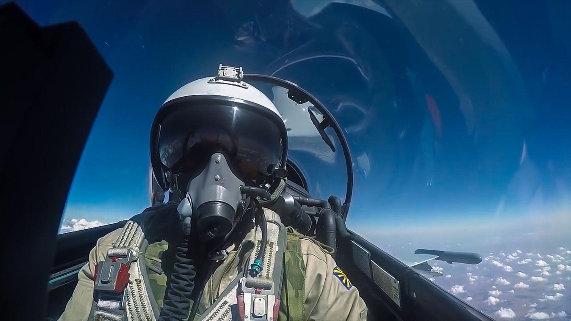 Мантуров заявил о подготовке истребителя Су-57 к модернизации
