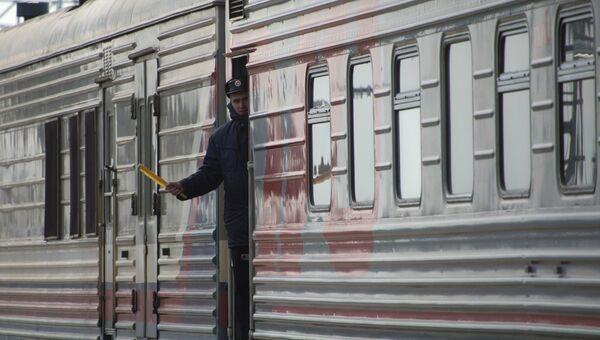 Проводник пассажирского поезда. Архивное фото