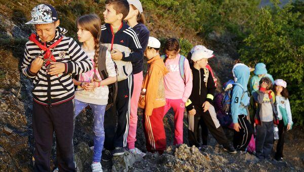 Дети в походе. Архивное фото