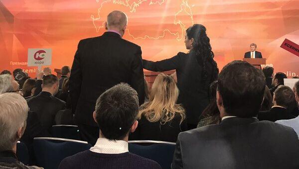 Михаил Зубов из Мурманска на ежегодной большой пресс-конференции президента РФ Владимира Путина