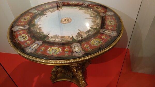 Стол, заказанный Николаем I в Ватикане в подарок жене