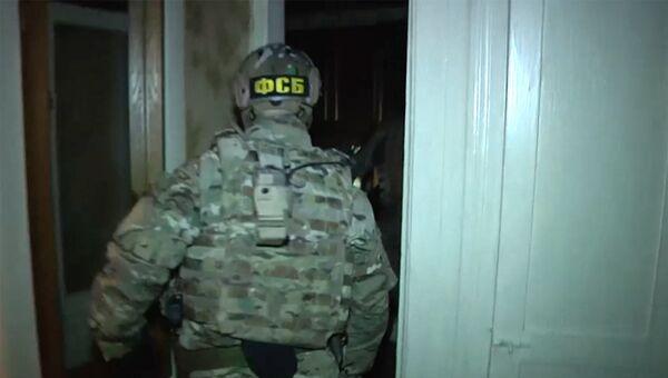 Сотрудники ФСБ РФ во время задержания лиц, подозреваемых в подготовке терактов.