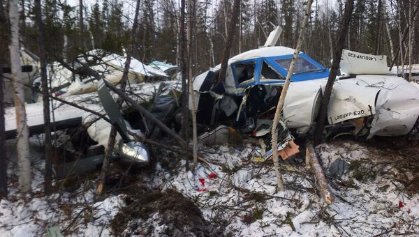 Обломки самолета L-410, потерпевшего крушение при заходе на посадку в аэропорту Нелькан. Архивное фото