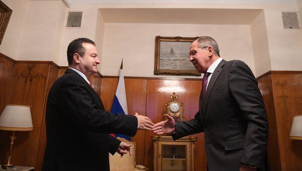 Министр иностранных дел РФ Сергей Лавров и министр иностранных дел Сербии Ивица Дачич во время встречи в Москве. 19 декабря 2017