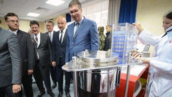 Президент Сербии Александр Вучич во время посещения Фонда перспективных исследований госкорпорации Роскосмос