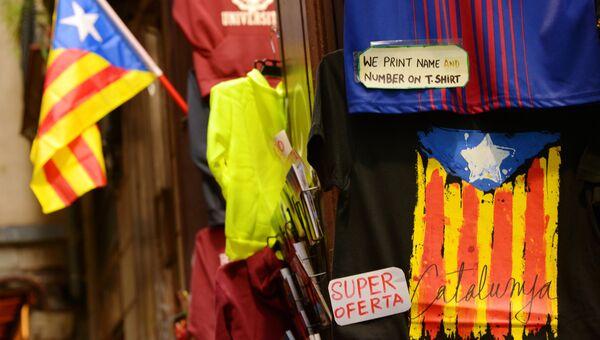 Сувенирные флаги Каталонии в магазине в Барселоне