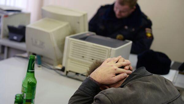 Оформление протокола задержания в отделе МВД. Архивное фото