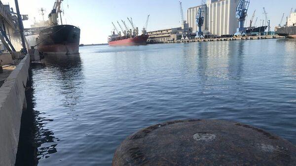 Промышленный порт в Сирии