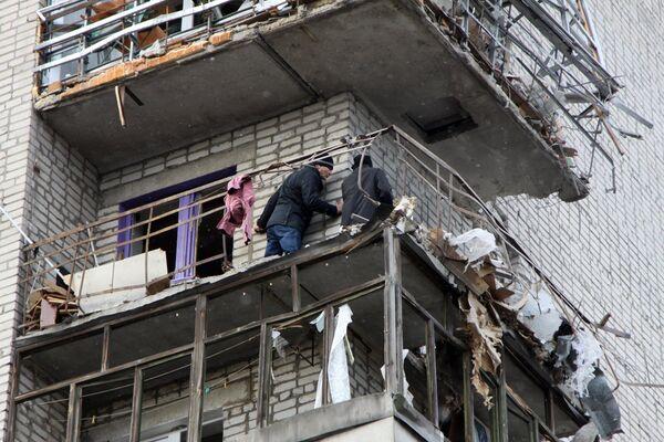 Жилой дом в городе Ясиноватая, пострадавший в результате обстрела. 21 декабря 2017