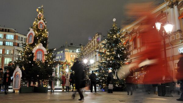 Презентация дизайнерских новогодних елей в рамках фестиваля Путешествие в Рождество