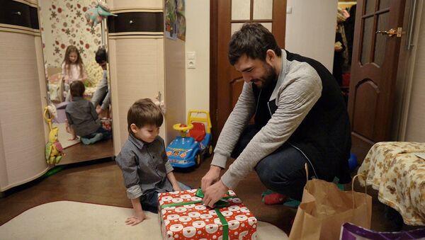 Футболист сборной России Георгий Джикия в гостях у семьи Трохиных