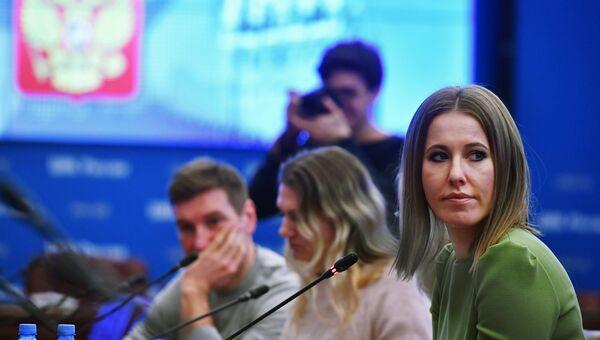 Телеведущая Ксения Собчак во время подачи документов в ЦИК России по выдвижению кандидатом на президентских выборах в 2018 год. 25 декабря 2017