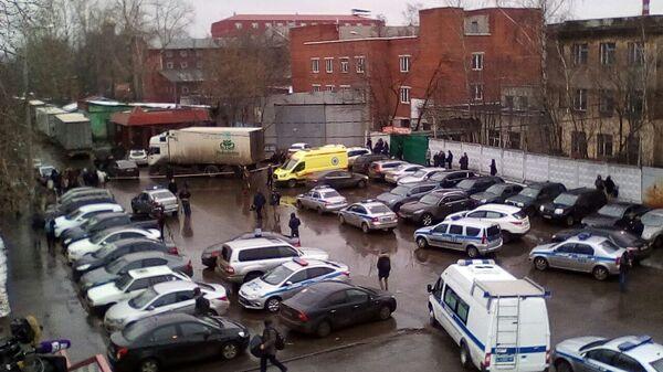 Ситуация на месте стрельбы в здании фабрики Меньшевик
