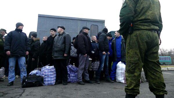 Украинские пленные во время обмена пленными между ЛНР и ДНР и Киевом. Архивное фото
