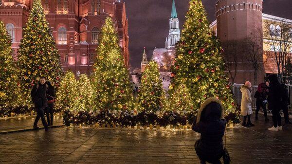 Новогодняя иллюминация на Манежной площади