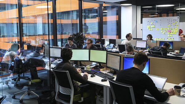 Сотрудники офиса. Архивное фото