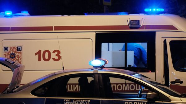 Автомобили полиции и скорой медицинской помощи