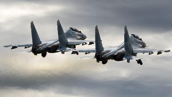Многоцелевые истребители Су-30СМ пилотажной группы Соколы России. Архивное фото