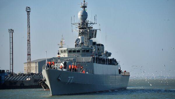 Иранский эсминец Дамаванд в Каспийском море. Архивное фото