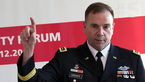 Командующий сухопутными войсками США в Европе генерал-лейтенант Бен Ходжес на пресс-конференции во Львове