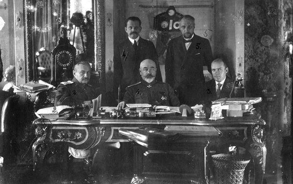 Антон Деникин и члены Особого совещания на заседании в Таганроге. Лето 1919 года