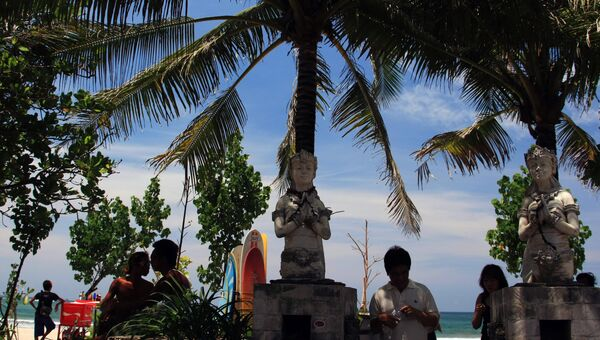 На пляже Кута острова Бали