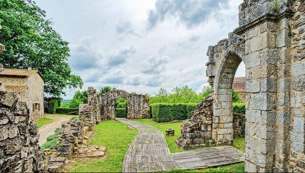 Французский замок Шалю-Шаброль, в котором умер английский король Ричард I Львиное Сердце