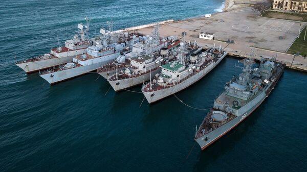 Корабли, которые ранее входили в состав военно-морских сил Украины, в бухте Севастополя. 13 января 2017