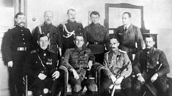 Руководители контрреволюционных войск Сибири. В первом ряду адмирал Александр Колчак (второй слева), 1919 год