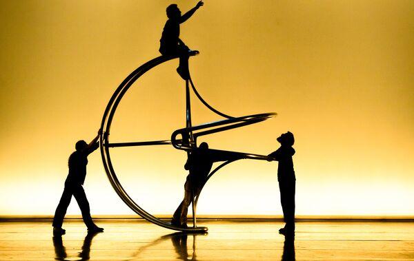 Артисты на репетиции спектакля La Verita в постановке Даниэля Финци Паски в Санкт-Петербурге