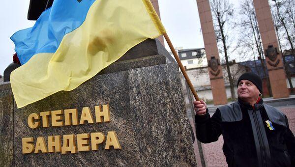 Участник марша националистов, приуроченного к 109-й годовщине со дня рождения Степана Бандеры, во Львове