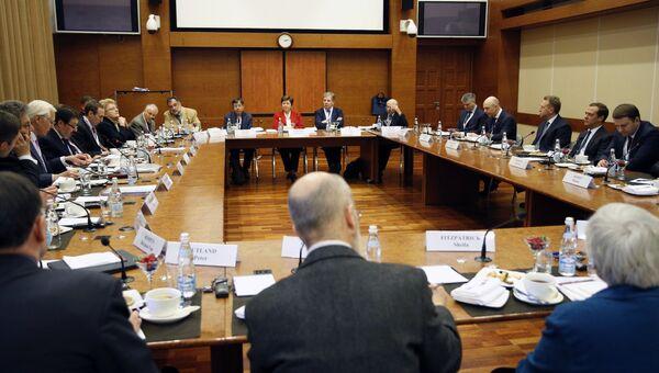 Премьер-министр РФ Дмитрий Медведев во время встречи с экспертами Гайдаровского форума. 16 января 2018