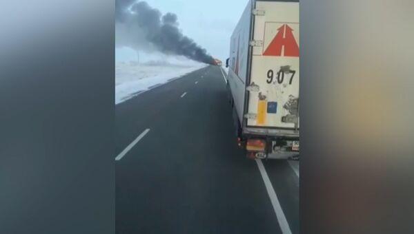 Кадры с горящим автобусом в Казахстане, где погибли десятки пассажиров