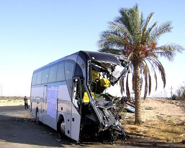 Лобовое столкновение автобуса с грузовиком в Египте. Кадры с места