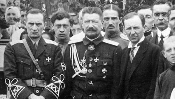 Адмирал А. В. Колчак, генерал М. М. Плешков, генеральный консул Попов. Харбин, лето 1918 года