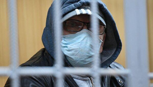 Руководитель секты бога Кузи Юрий Цукерман, подозреваемый в хищении 215 миллионов рублей вещественных доказательств по делу сектантов, на заседании в Тверском суде Москвы. Архивное фото