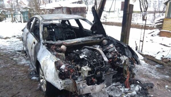 Сгоревший автомобиль Citroen руководитель предвыборный штаб Ксении Собчак Псков Виктора Широбокова
