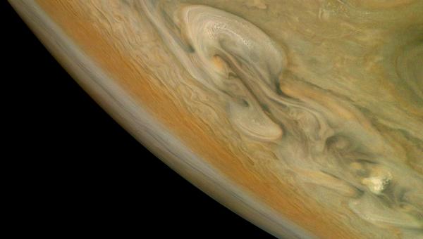 Снимок Юпитера с зонда Juno