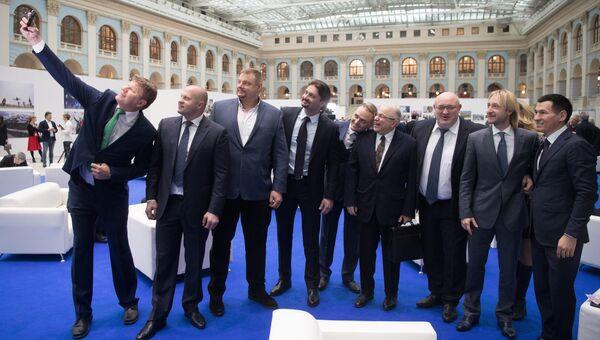 Встреча кандидата в президенты РФ Владимира Путина со своими доверенными лицами в Гостином дворе