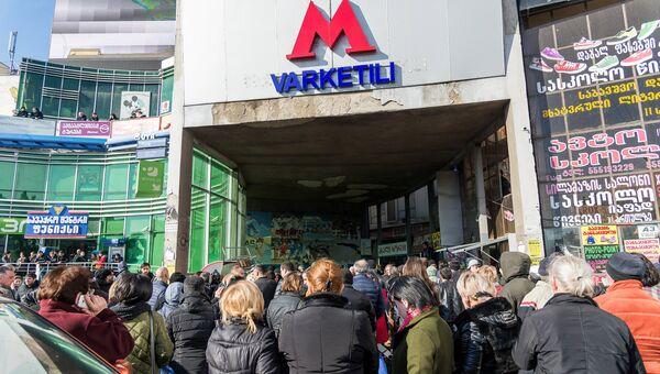 Станция метро Варкетили в Тбилиси после обрушения подвесного потолка на перроне станции